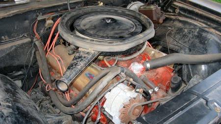 396-motoren var i standard SS-trim god for 350 hestekrefter, noe som fungerte godt i den kompakte og forholdsvis lette bilen. Denne bilen rakk bare å gå 137.000 kilometer på de mindre enn 10 årene den var på veien før restaureringen ble påbegynt. (Foto: eBay)