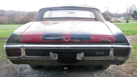 Det er en imponerende bakende på Chevelle SSen, og de sorte SS-stripene over bagasjelokket viser at du mener alvor. Hengerfestet vitner om at bilen sist var i bruk den gang slike biler ikke var like uvanlige som nå. (Foto: eBay)