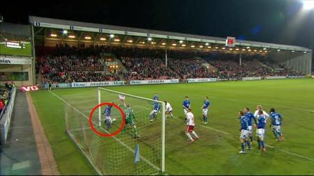 Så nær var FFK scoring mot Molde. (Foto: TV 2)