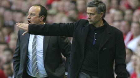 RIVALER: Rafael Benitez sendte flere stikk til Jose Mourinho i 2007. (Foto: TOM HEVEZI/AP)