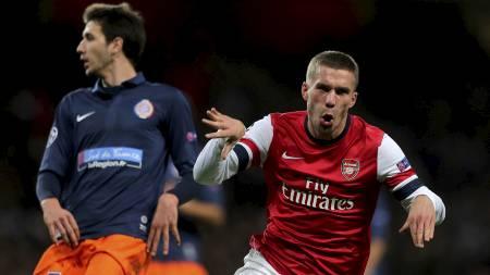 LEKEN TYSKER: Lukas Podolski kunne motta velfortjent hyllest etter et vakkert mål i onsdagens kamp mot Montpellier. (Foto: Nick Potts/Pa Photos)
