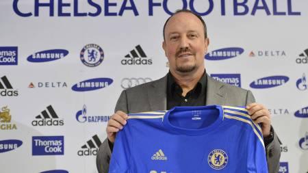Rafael Benitez er ny manager i Chelsea, og han får en tøff start.  (Foto: BEN STANSALL/Afp)