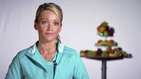 SPORTYEKSPERT: Kost- og livsstilsrådgiver Siri Marte Hollekim har hjulpet deltakerne i «Sporty: Gjør livet lettere!» ned i vekt - uten å telle kalorier. (Foto: TV 2)