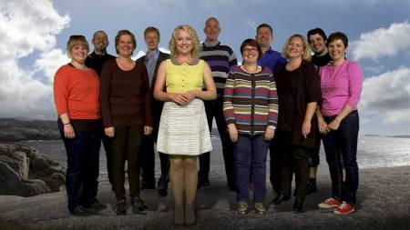 DELTAKERNE: Ti deltakere skal komme i form med programserien «Sporty: Gjør livet lettere!». Første kvinne ut er Linda Holbø. Programleder er Hedda Kise. (Foto: TV 2)