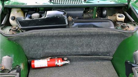 Bilen gir ikke inntrykk av å ha vært restaurert på noen måte,   kun godt vedlikeholdt. Originale 914/6 pleier gjerne å være hardere brukt   enn denne - eller tvert imot topprestaurert til bedre enn ny tilstand.   (Foto: eBay.com)