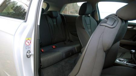 Biler med tre dører har visse utfordringer rent fysisk.  (Foto: Benny Christensen)