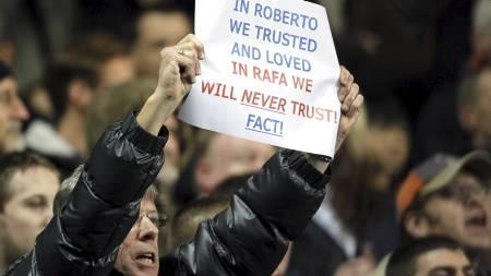 Støtte til avsatte Roberto Di Matteo - ikke til Rafa Benitez. (Foto: IAN KINGTON/Afp)
