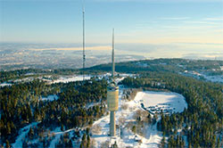 Tryvannshøgda er 529 meter over havet, og tårnet 118 meter høyt. (Foto: Wikipedia)