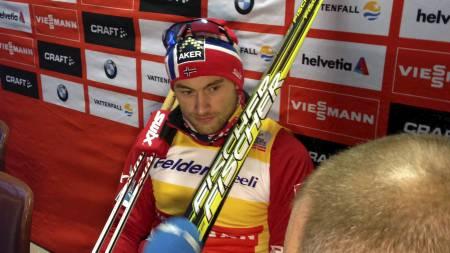 Petter Northug på pressekonferanse i Kuusamo. (Foto: SIRI NILMINIE AVLESEN/)
