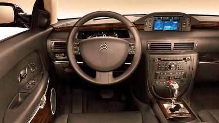 Citroën C6 har et av bilverdens mest spesielle interiører. Her er det fokus på både luksus og komfort.