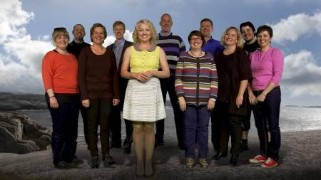 DELTAKERNE: Programleder Hedda Kise (foran) skal få ti deltakere til å endre livsstil i årets sesong av «Sporty: Gjør livet lettere!» på TV 2. (Foto: TV 2/)