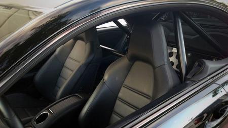Ingen tvil om at eieren mener alvor når interiøret i en slik bil blir utstyrt på denne måten... (Foto: Privat)