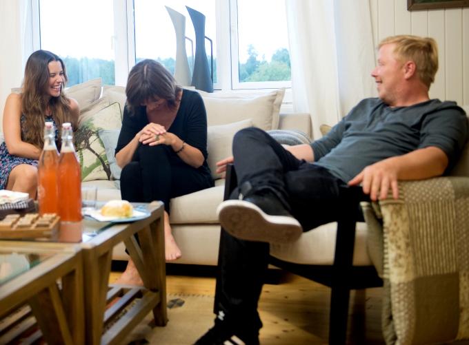 Marion Ravn, Anita Skorgan og Kurt Nilsen i et lystig og lattermildt øyeblikk. Lene Marlin: - Man tenker kanskje «så god stemning kan det umulig være» og at det er skuespill for kameraet, men det er det virkelig ikke.