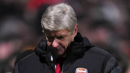 EN SLAGEN MANN: Arsene Wenger må nå gå i tenkeboksen for å snu Arsenals negative trend. (Foto: Anna Gowthorpe/Pa Photos)