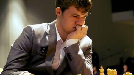 Magnus Carlsen mot Vishy Anand. (Foto: Rakke, Morten/NTB scanpix)