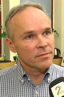 VENTER MED FJERNING: Finanspolitisk talsmann i Høyre, Jan Tore Sanner, sier at de ikke vil fjerne formueskatten helt før de er sikre på at alle betaler nok skatt. (Foto: TV 2)