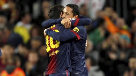 MÅLSCORERE: Lionel Messi og Adriano scoret begge mot Atletico Madrid. (Foto: GUSTAU NACARINO/Reuters)
