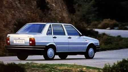 4-dørs varianten kom aldri til Norge eller Europa. Fiat Uno fantes også som stasjonsvogn.