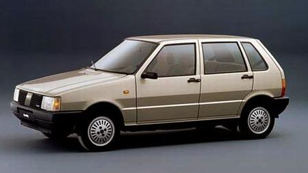 Fiat Uno 70 SL. Dette var luksus utgaven med stor motor og mye utstyr. Rett og slett en liten sossetralle på midten av 80-tallet.