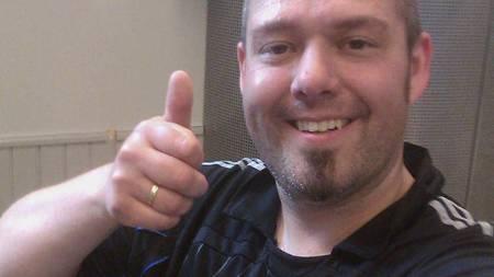 FORNØYD: Chelsea-fan og Sporty-slanker Frank Bjørung smiler fornøyd. I løpet av ti uker gikk han ned hele 16 kilo. (Foto: TV 2/)