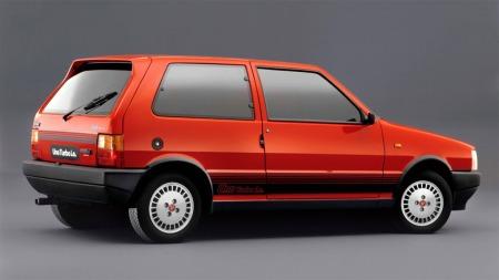 De fleste som drømmer om Fiat Uno drømmer nok om denne. Turbo i.e var den tøffeste av de alle og er i dag et bilikon!