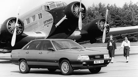 Det var med innføringen av Quattro på sportsversjonen CS i 1985 at bilen gikk fra å være stor og behagelig til å bli et statussymbol. Quattro-merket i grillen kunne kjøpes løst, og de spesielle Quattro-felgene kunne også kjøpes til forhjulsdrevne biler, men femboltede felger avslørte bilen som en ekte Quattro.