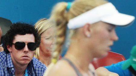 SKUFFELSE: Golfesset Rory McIlroy på tribunen da kjæresten Caroline Wozniacki tapte mot Ksenia Pervak. (Foto: DANIEL MUNOZ, ©DM/DN)