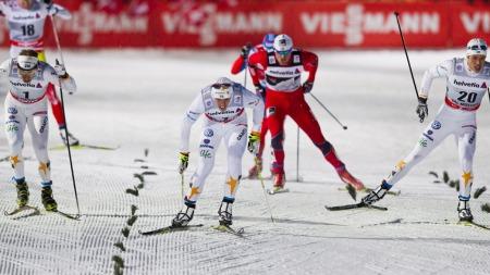 Marcus Hellner var klart sterkere enn Petter Northug på den siste etappen i Tour de Ski forrige sesong. I dag skal han slå Lukas Bauer.  (Foto: Grøtt, Vegard)