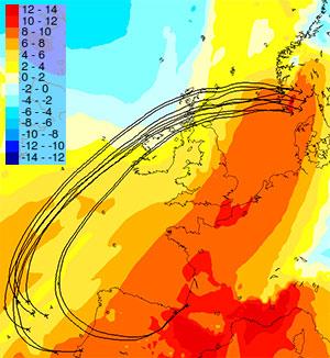 Temperaturen i 1500 meters høyde lørdag klokken 19. Pilene viser hvordan luftmassene som når oss da har beveget seg. (Foto: StormGeo)