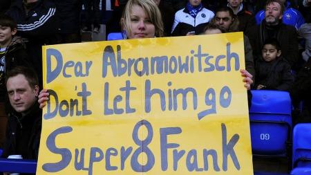 VIL BEHOLDE LAMPARD: Supporterne er klare i sin sak - de vil   at Frank Lampard skal få ny kontrakt i Chelsea. (Foto: Martin Rickett)