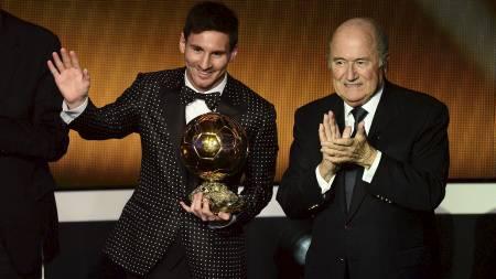 VANT IGJEN: Leo Messi vant Gullballen igjen. (Foto: OLIVIER MORIN/Afp)