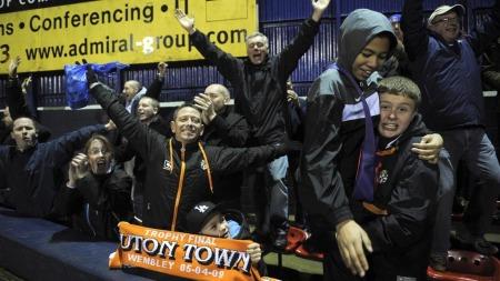 luton fans (Foto: Jon Buckle)