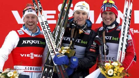 PÅ PALLEN: Pål Golberg kom på pallen med Emil Jönsson og Teodor Peterson. (Foto: Petr David Josek/Ap)