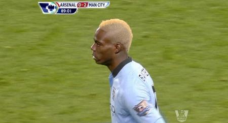 Mario Balotelli   stilte med nybleket hår i kampen mot Arsenal. (Foto: PLP)