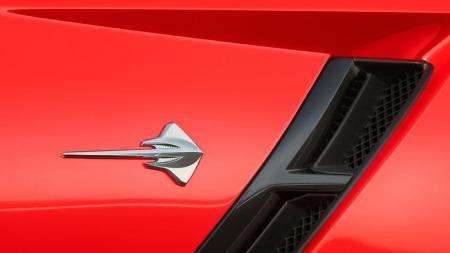 Stingrayen er tilbake. Til forskjell fra 60- og 70-tallet er det ikke et navnescript som markerer det, men et visuelt emblem formet nettopp som en piggrokke.