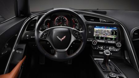 Interiøret har kanskje aldri vært Corvettens sterke side, men få generasjoner har fått så mye pepper for å være kald, glatt og billigpreget som C6. Av bildene å dømme er det snakk om et kvantesprang på nye C7 - og det var også nødvendig.