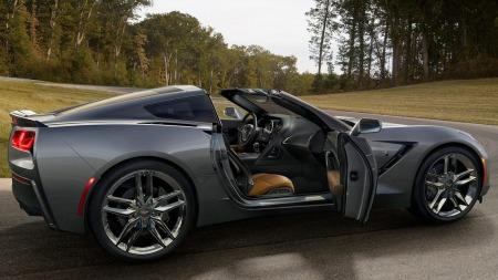 Som vanlig er det coupé-versjonen med targa-tak som lanseres først. I løpet av et års tid vil vi sikkert se en cabriolet, og kanskje også en