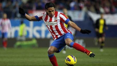 STRAFFET ZARAGOZA: Radamel Falcao scoret sitt 18. mål for sesongen da han satte inn 2-0 for Atlético mot Zaragoza på straffe. (Foto: Scanpix)