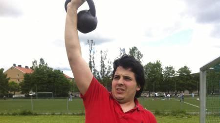 PÅ TRENING: Martin Thorkildsen ble slankere, sterkere og fikk bedre holdning i løpet av ti uker med trening og et sunt kosthold. (Foto: TV 2/)