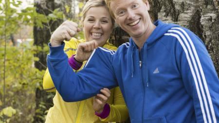 BYGGER MUSKLER: Meny-direktør Vegard Kjuus viser gode resultater, men Sportytrener Anne Marte H. Sneve konstaterer at det enda er mer plass i genseren. (Foto: Ivar Kvaal)