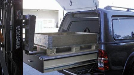 Dobbelt uttrekkbart vareromsgulv med plass til europall og som tåler en vekt på 500 kg.  (Foto: Toyota Norge)