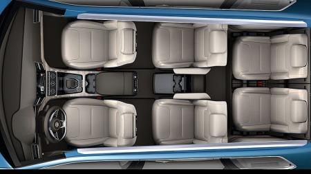 Konseptbilen vises med seks separate seter, men VW skal også   tilby den med tre seter i midtre seterad.