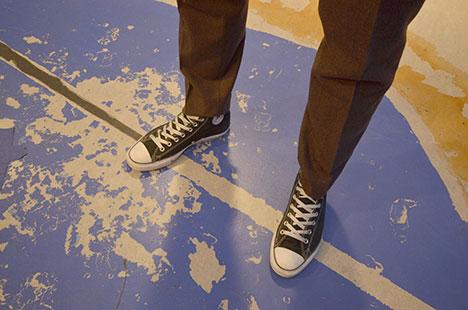 Skoene er Kristens egne, han synes ikke fra knærene og ned. (Foto: Ronald Toppe)