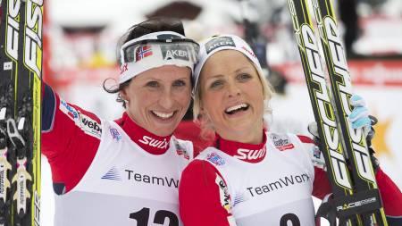 JUBELJENTER: Marit Bjørgen vant foran Therese Johaug i La Clusaz. (Foto: Bendiksby, Terje/NTB scanpix)