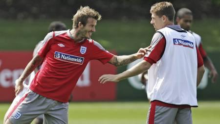 Gerrard og Beckham (Foto: LEFTERIS PITARAKIS/AP)
