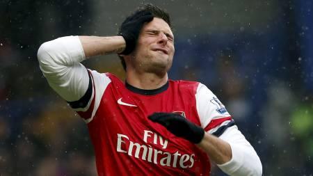 FORTVILT: Olivier Giroud fortiler etter en av mange misbrukte   sjanser. (Foto: SUZANNE PLUNKETT/Reuters)