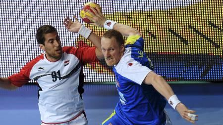 VIDERE: Miha Zvizej og Slovenia er klar for kvartfinale i VM. (Foto: LLUIS GENE/Afp)