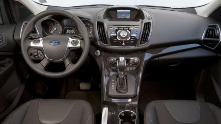 Her kjenner vi igjen det meste fra Ford Focus. Ford er inne i en periode med ganske ungdommelig dashborddesign. Det skjer MYE på denne midtkonsollen.