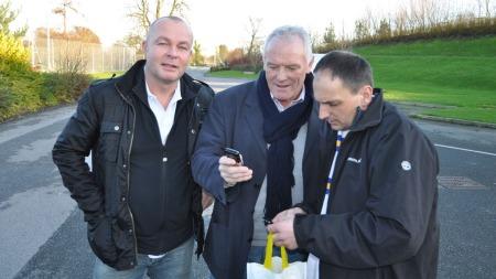 SUPPORTER: Rune Roalsvig (t.v.) er ihuga Leeds-supporter. Her sammen med Eddie Gray. (Foto: PRIVAT)