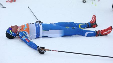 SLITEN ETTER GULL: Petter Northug jr. måtte ta seg en pust i bakken etter å ha spurtet inn til NM-gull på lørdag. (Foto: Larsen, Håkon Mosvold)